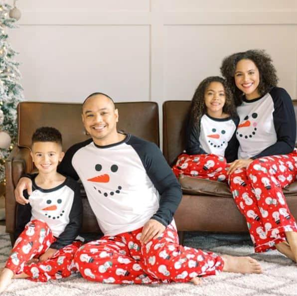 family in snowmen pajamas