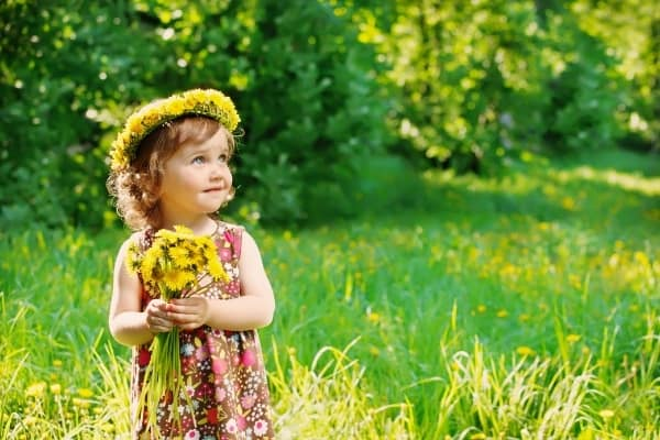 girl child with yellow flowers